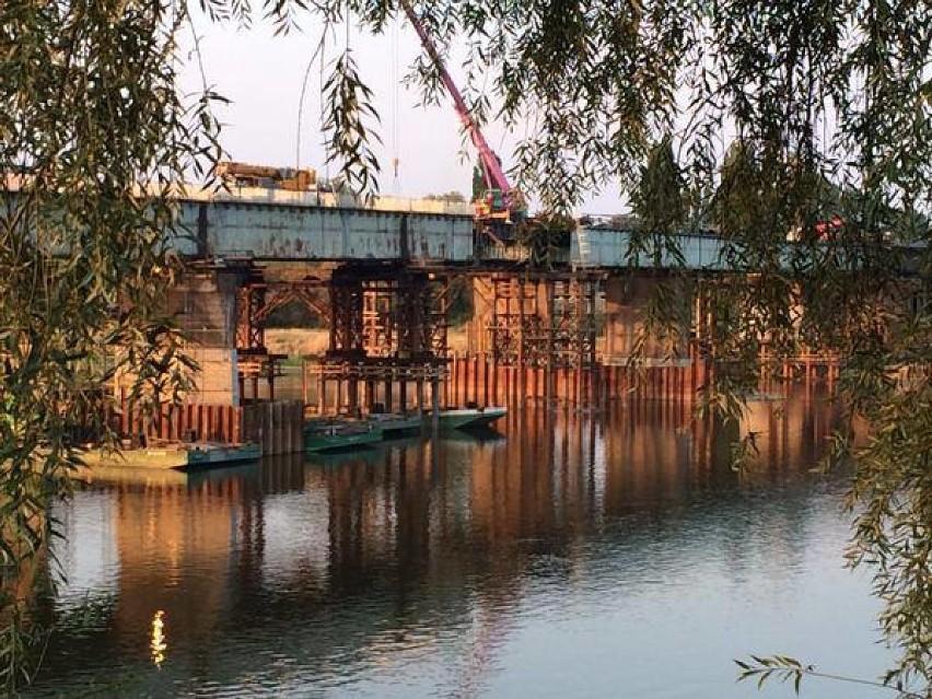 Most Łazienkowski prawie w całości. Będzie też ścieżka...