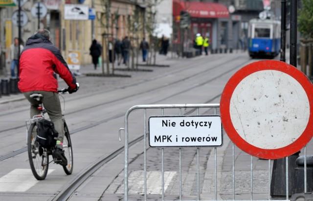 Zarówno Europejski Tydzień Zrównoważonego Transportu oraz Europejski Dzień bez Samochodu to inicjatywa Komisji Europejskiej – Dyrekcji Generalnej ds. Mobilności i Transportu. Jej celem jest promowanie zrównoważonego transportu w miastach i gminach oraz zmiana zachowań mieszkańców.