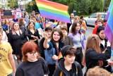 Opole. Ponad 600 osób przeszło ulicami miasta w trzecim Marszu Równości. Na trasie zorganizowano kontrmanifestacje