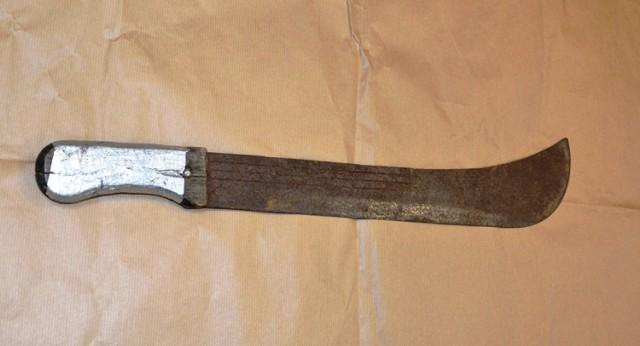 Zabezpieczono maczetę, z którą biegał mężczyzna po ul. Jagiellońskiej w Nowym Sączu