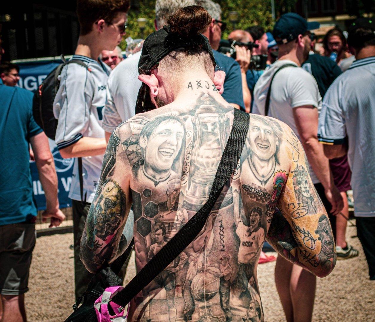 Czy Zaufałbyś Lekarzowi Z Takimi Tatuażami Tak Ozdabiają