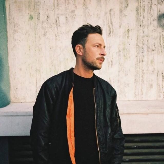 """Shlomo zadebiutował w 2013 roku świetnie przyjętą EP-ką pod tytułem """"The Harvest"""". Jak przyznał w wielu wywiadach, na początku najbardziej fascynował się brzmieniami charakterystycznymi dla artystów z kultowej wytwórni Warp, której czołowymi przedstawicielami są Aphex Twin i Boards Of Canada."""