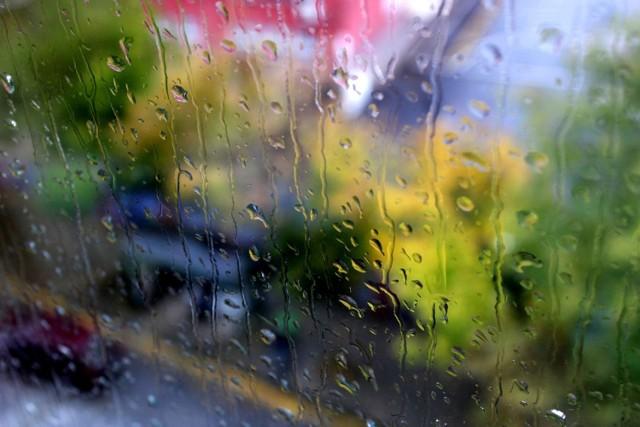 Dziś na termometrach zobaczymy 7 stopni. Nie zapomnijcie zabrać z domów parasoli! Zapowiada się deszczowy dzień.