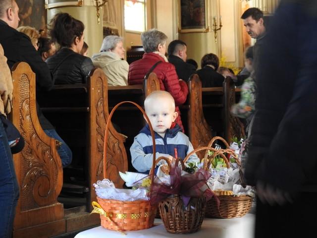 Święcenie pokarmów w Wielką Sobotę w bazylice i kościele karmelickim w Bielsku Podlaskim