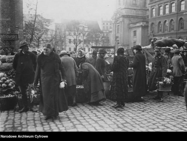 Jak wyglądał przedwojenny Toruń? Co zmieniło się w mieście Mikołaja Kopernika? Rozpoznacie wszystkie miejsca uchwycone na przedwojennych fotografiach? W galerii prezentujemy przedwojenne fotografie Torunia z Narodowego Archiwum Cyfrowego.