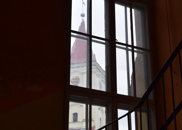 Apostazja, czyli wystąpienie z Kościoła staje się w Polsce coraz popularniejsze. Przyczyny tego stanu rzeczy bywają różne, ale z pewnością jedną z nich jest kryzys, w jakim znalazł się polski Kościół, który nie potrafi rozliczyć się ze swoimi grzechami. Sprawdziliśmy, ilu mieszkańców Nowej Soli i regionu zdecydowało się opuścić Kościół. CZYTAJ DALEJ >>>  Wideo: Czy religia będzie obowiązkowa na maturze?  źródło: Dzień Dobry TVN/x-news