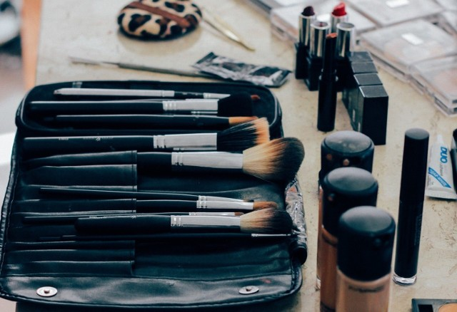 Dobra baza pod makijaż powinna pojawić się w każdej kosmetyczce kobiety, która chce mieć nieskazitelny wygląd.