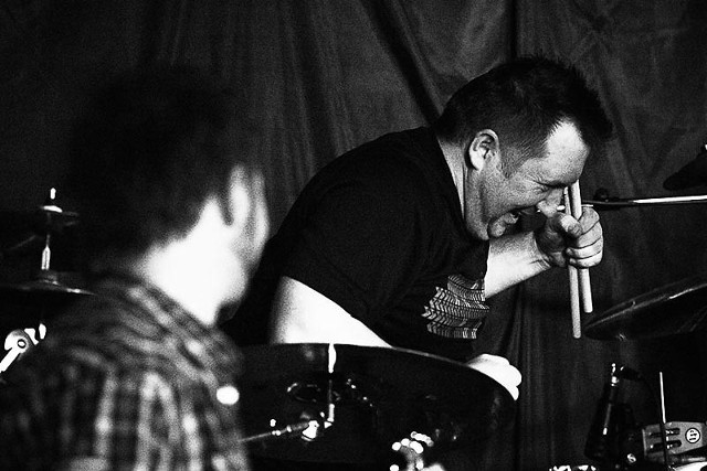 Zobacz zdjęcia z koncertu jednego z najpopularniejszych zespołów grających reggae w Polsce.  Ich występ miał miejsce w sobotę (09.03) w DK Słowianin w Szczecinie. Prezentujemy galerię zdjęć, które otrzymaliśmy dzięki uprzejmości ŁUKASZA POPIELARZA  >>>>> Zobacz więcej ZDJĘĆ z koncertu Indios Bravos w Słowianinie!  Indios Bravos