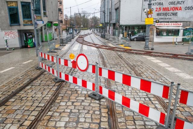 ZTM uruchomi od 10 kwietnia dwie nowe linie tramwajowe – 92 oraz 99. Dzięki nim pasażerom łatwiej będzie podróżować między Ratajami, a Piątkowem i Winogradami. Tramwaj nr 92 będzie kursował z os. Sobieskiego trasą PST, dojedzie do Dworca Zachodniego i dalej Królowej Jadwigi do ronda Rataje. Natomiast tramwaj nr 99 będzie woził pasażerów z Piątkowskiej na pl. Wielkopolski.