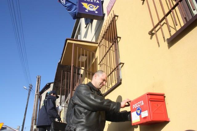 Ireneusz Merta z Włodowic nie wyobraża sobie tego, by w jego mieście mogło zabraknąć urzędu pocztowego.