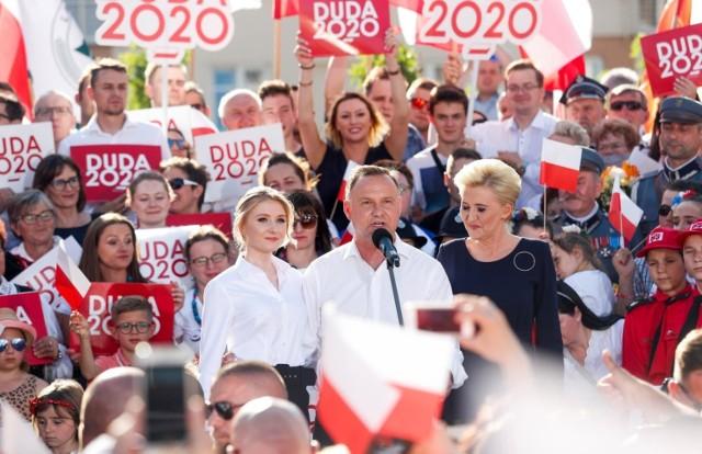 Andrzej Duda, Agata Kornhauser-Duda i Kinga Duda na wiecu wyborczym w Rzeszowie.