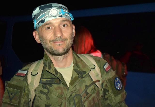 """Żołnierz z Sieradza przebiegł 100 kilometrowy ultramaraton """"Setka Komandosa"""""""