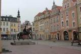 Wymarłe Opole w Święto Niepodległości. Puste ulice miasta, mieszkańcy ukryci w domach