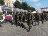 Żołnierze wyruszyli z leszczyńskiego rynku w kierunku Wschowy [ZDJĘCIA]