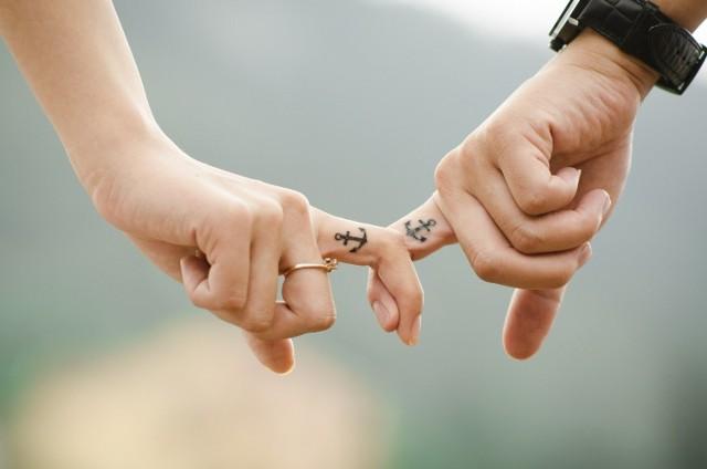 Horoskop miłosny na jesień podpowiada które znaki zodiaku stworzą udane związki. Jak znaleźć wymarzonego partnera, który będzie naszą drugą połową?