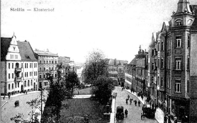 Ulica Wyszaka (Klosterhof) prowadząca w kierunku Odry.  Dziś tędy przebiega Trasa Zamkowa.  Zobacz więcej dawnych miejsc Szczecina! >>>