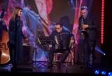 Sylwester w Pruszczu Gdańskim. W tym roku koncert sylwestrowy on-line. Zagra Zagan Acoustic, zaśpiewają Aga Brenzak i Les Femmes!