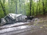 Wypadek w Bytomiu: Audii roztrzaskane o drzewo [ZDJĘCIA] Z samochodu niemal nic nie zostało.