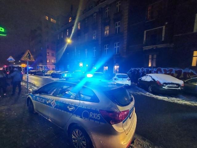 Interwencja policji przed lokalem na ulicy Wojewódzkiej w Katowicach