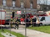 Mysłowice. Pożar mieszkania przy ul. Bytomskiej. Nie żyje jedna osoba. Strażacy ewakuowali osiem osób, w tym trójkę dzieci