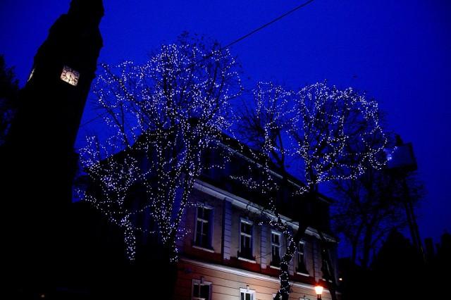 Za kilka dni deptak będzie w pełnej iluminacji świątecznej.