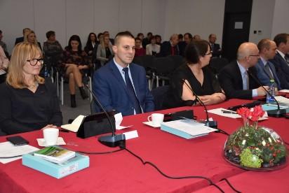 Zaprzysiężenie radnych, pensja starosty i nowy zarząd powiatu wrzesińskiego