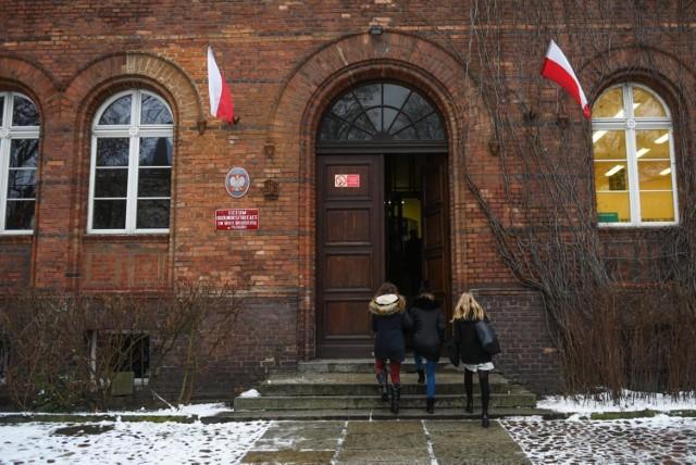 Poznańskie liceum złamało prawo. Rada pedagogiczna przekroczyła swoje kompetencje