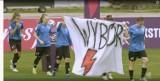 Piłkarki nożne AZS UJ Kraków poparły żądania strajku kobiet na meczu transmitowanym przez TVP Sport