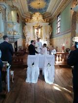 Poseł z Wielunia Paweł Rychlik wziął ślub. Radosną nowiną pochwalił się na Facebooku