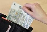 Kobieta przywłaszczyła sobie portfel. Wypłaciła 1,5 tys. zł z konta 76-latka
