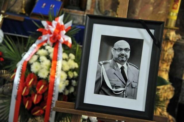 Podinspektora Piotra Tomkiewicza pożegnały tłumy na cmentarzu komunalnym w Żaganiu