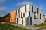 Najmniejszy energooszczędny dom w Polsce. Ma 50 metrów i można go postawić w 45 dni [ZDJĘCIA]