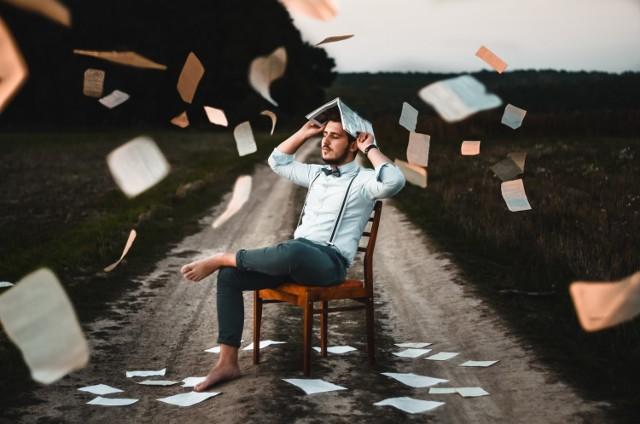 Gdy mamy dużo na głowie, a terminy gonią, zaczynamy się stresować. W małych dawkach stres jest normalną reakcją organizmu, który mierzy się z nowymi wyzwaniami. Działa motywująco. Jeśli staje się nadmierny, a nam brakuje czasu na cokolwiek innego po za pracą, robi się niebezpiecznie. Kiedy powinna się nam zapalić ostrzegawcza lampka?