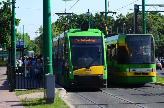 Nowy tabor Dzięki dofinansowaniu z Unii Europejskiej możliwy był również zakup 45 niskopodłogowych tramwajów. Wszystkie nowe Tramino jeżdżą już po Poznaniu. Dzięki temu zdecydowanie podniósł się komfort podróży poznańskich pasażerów. Dzięki pieniądzom z budżetu unijnego pasażerowie w całej Wielkopolsce zyskali kilkaset nowych autobusów. W planach są również kolejne zakupy.