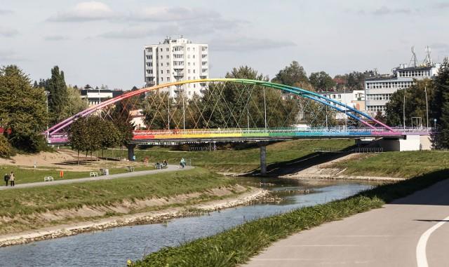 Droga rowerowa ma powstać m.in. przy moście Narutowicza.