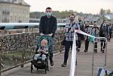 Zaszczepione osoby nie będą musiały nosić maseczek? Rząd chce zachęcić do szczepień na koronawirusa