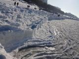 Plaża w Międzyzdrojach w srogim uścisku zimy. Bałtyk skuty lodem