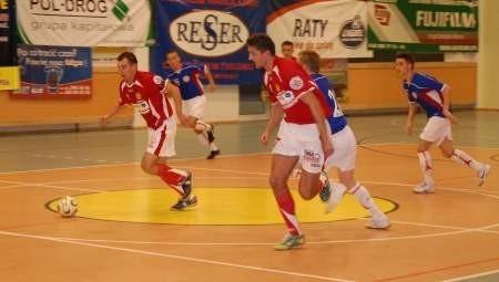Tomasz Broner (przy piłce) i Mariusz Kaźmierczak to wiodące postaci Red Devils Chojnice. FOT. WOJCIECH PIEPIORKA
