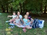 Śniadanie na polanie w Parku Miejskim w Tarnowskich Górach. To już kolejna edycja tego rodzinnego wydarzenia