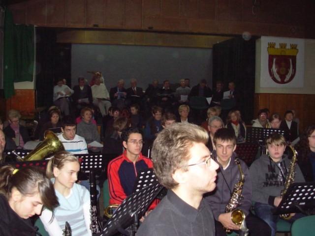 W niedzielę w zajęciach uczestniczyło około pięćdziesiąt osób z Szamocina oraz okolic
