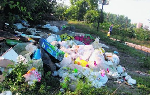 Na dzikie wysypiska najczęściej trafiają gruz i odpady komunalne.