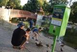 Kaczkomat w parku w Zduńskiej Woli. Działa i mieszkańcy z niego korzystają ZDJĘCIA