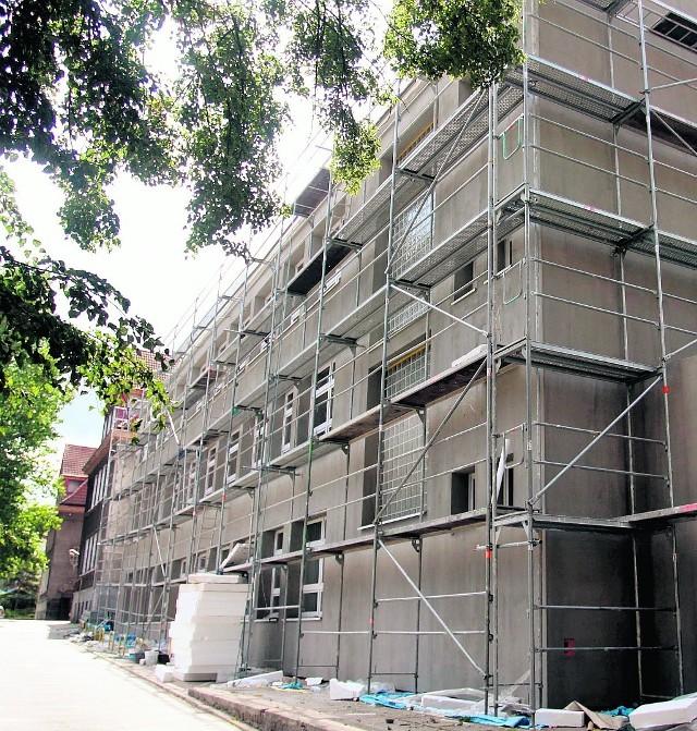 Na nowej części budynku I Gimnazjum wciąż są rusztowania.  Jednak ten remont niebawem się zakończy.