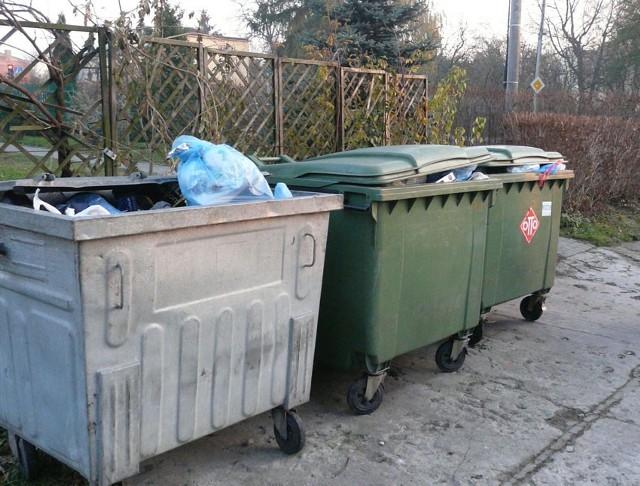 Nowe zasady odbioru śmieci spowodują, że nie będzie się już opłacało ich podrzucanie do osiedlowych pergoli.