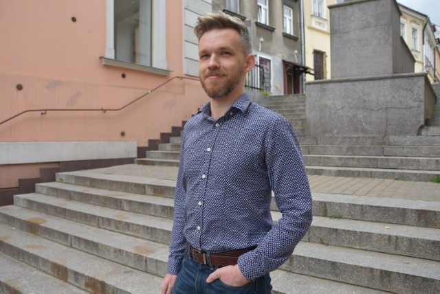 Nowa książka Piotra Liany ma opowiadać o zabójstwach bezdomnych. To efekt obserwacji Tarnowa przez autora