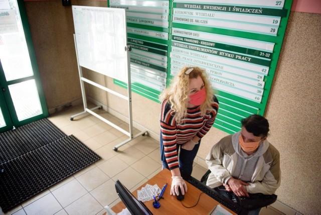 rejestracja w urzędzie pracy odbywa się na dwa sposoby - osobiście albo przez internet