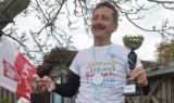Pan Leszek przebiegł maraton... wokół własnej posesji