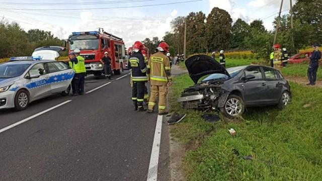 Wypadek motocyklisty w Łęcznie. Motocykl zderzył się z samochodem osobowym, 12.09.2021