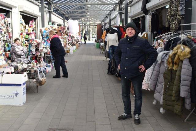Krzysztof Kincel, prezes Stowarzyszenia Handlowców Miasta i Gminy Krosno Odrzańskie opowiada o trudnej sytuacji sprzedawców na targowisku w Krośnie Odrzańskim (które świeci pustkami) oraz wszystkich przedsiębiorców w erze koronawirusa.