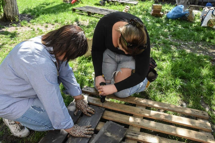 Szamotuły. Kolejne domki dla owadów gotowe! Fundacja Varietae i Eko Patrol działają na rzecz budowy zielonego miasta
